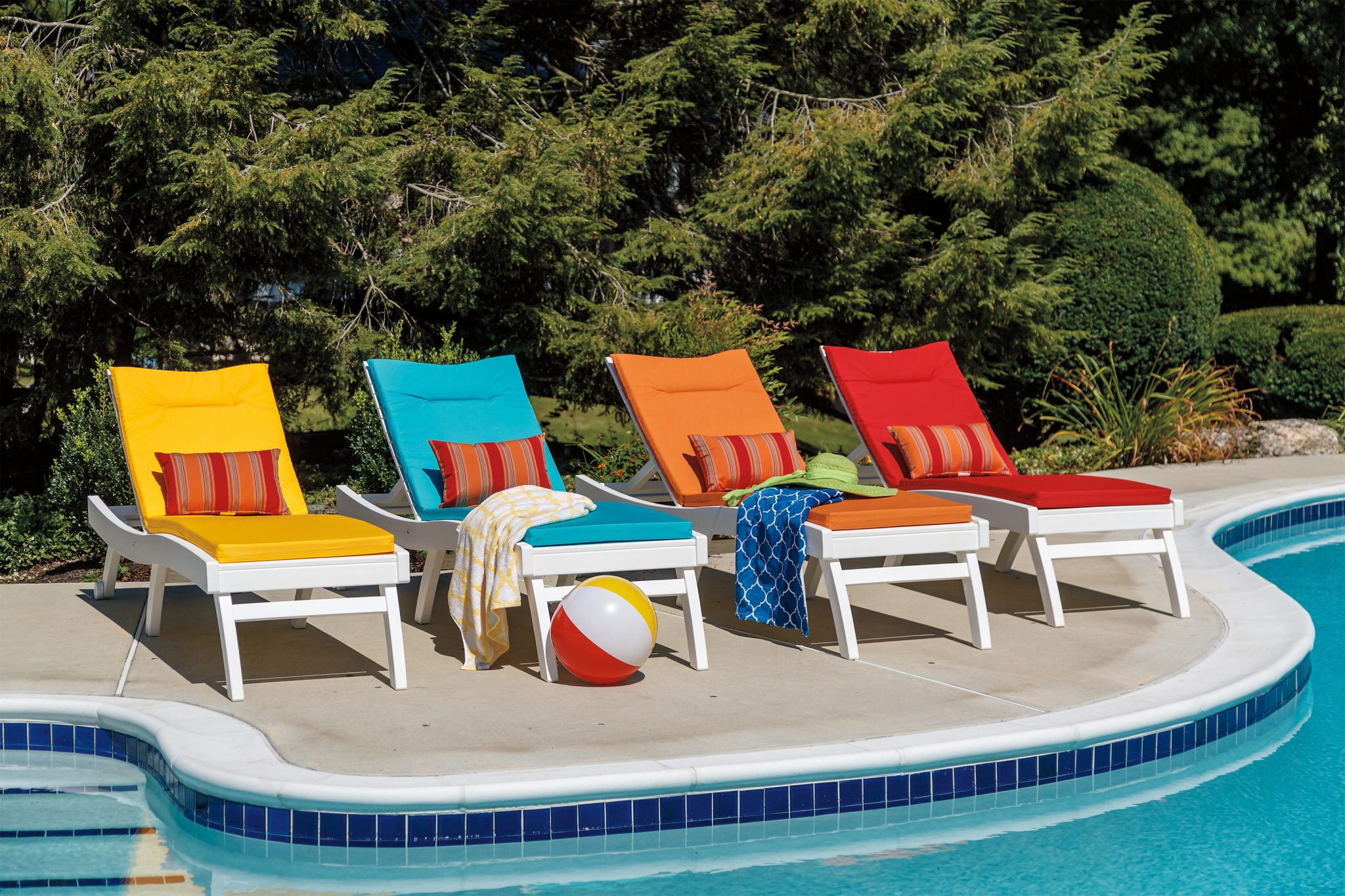 colorful-lounge-chairs